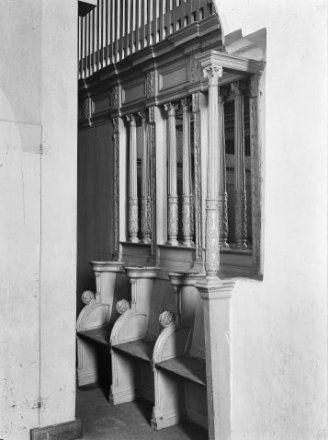 Koorbanken voor (?) de Brederode-kapel 1907.