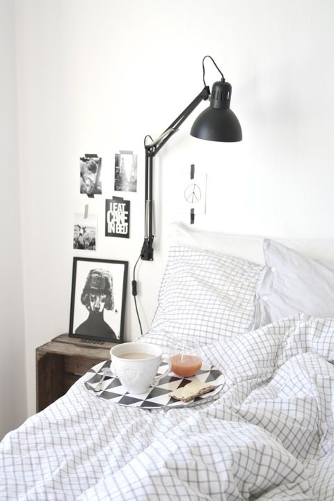 Nice bedroom from a Swedish blog. The lamps are from Ikea, but spray painted in matt black. I think they look great!