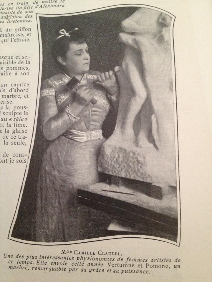 Camille Claudel kapt zelf in marmer, in tegenstelling tot Rodin!! Foto uit tijdschrift (1904) www.camille-claudel.nl