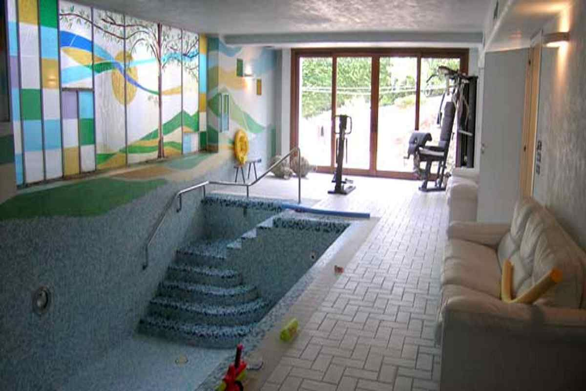 Le piscine in casa cerca con google piscine interne - Piscina interna casa ...