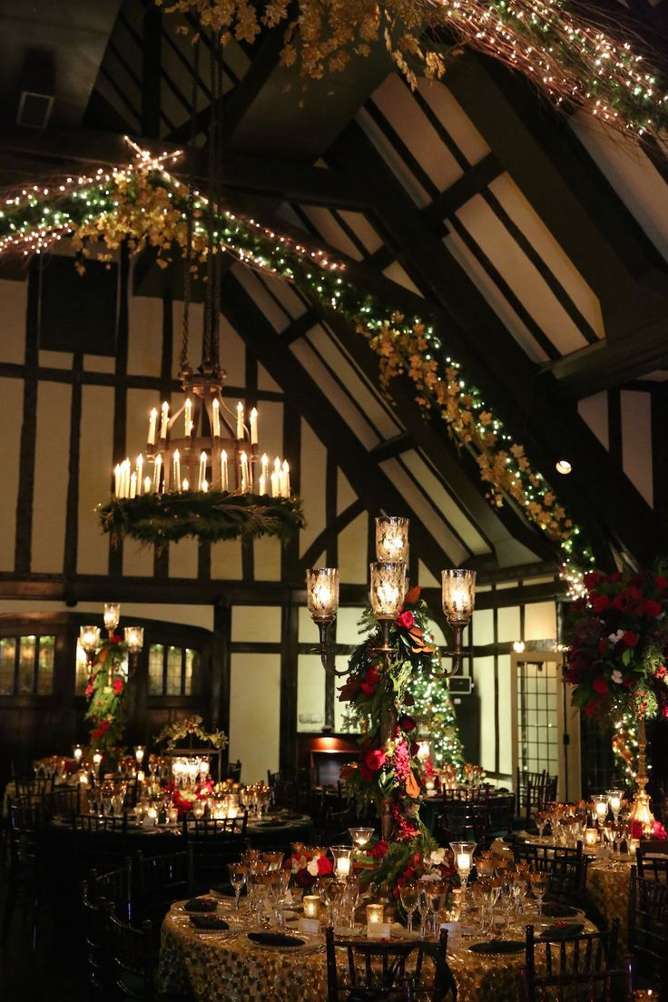 Christmas-Theme Wedding with Festive Red & Green Décor in Illinois