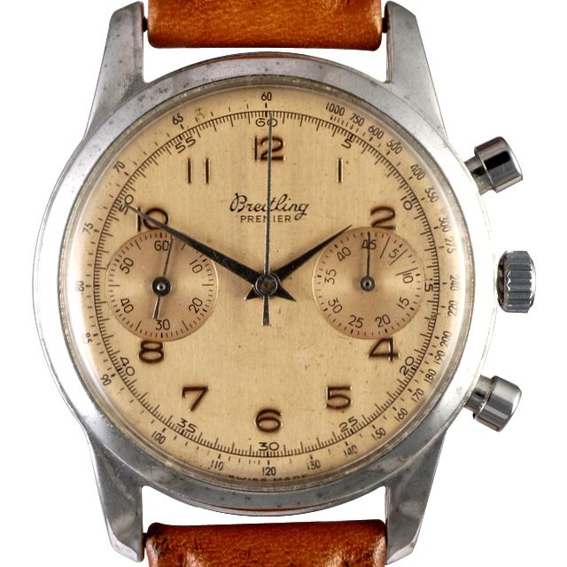 Breitling launched the first wrist chronograph with a pusher at 2:00 in 1915, presented the first dual pusher wrist chronograph with pushers at 2:00 and 4:00 in 1933 and was one of the first manufacturers to recognize the need of early aviators for wrist watches incorporating such devices.