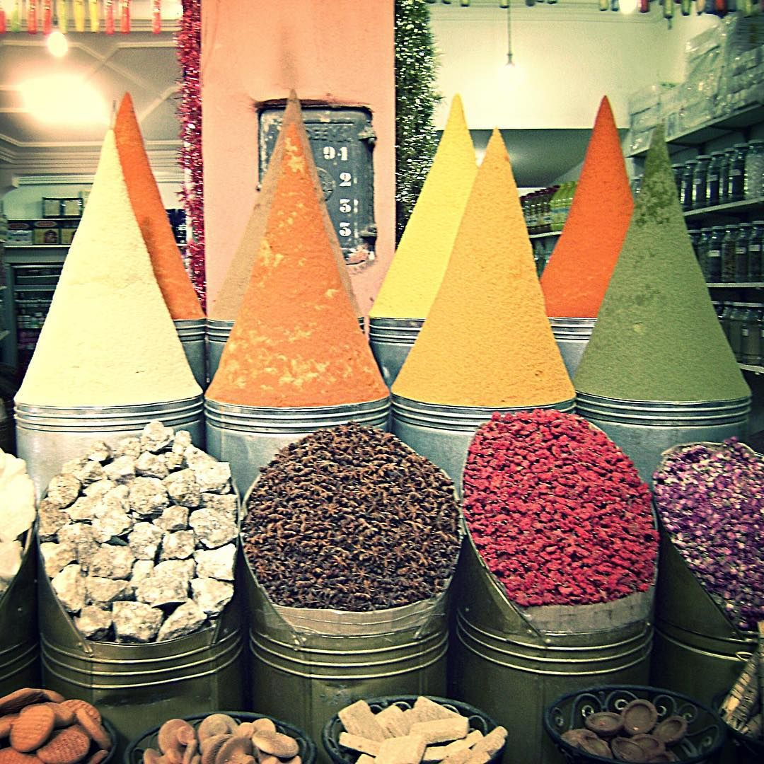 #tbt to the time where Morocco was on my mind  #stillis #spicelife #moroccanmarkets #travellife #morocco #travelphotography #fooddesign #livevibrantly