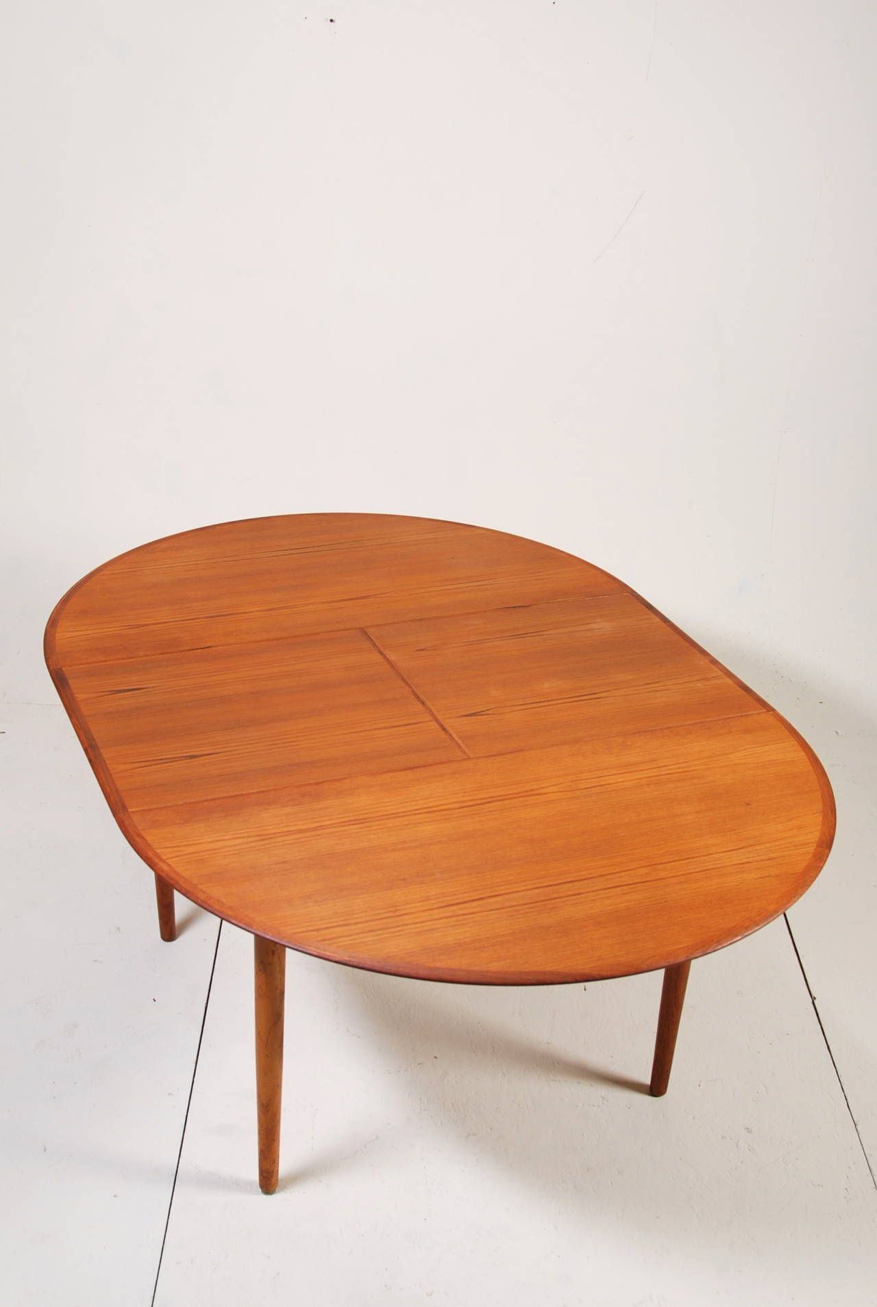 Round Danish Modern Teak Dining Table By Dyrlund 1stdibs Com Teak Dining Table Table Mid Century Dining Table [ 1907 x 1280 Pixel ]