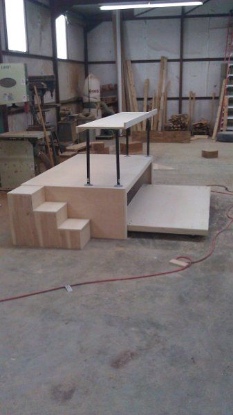 Imag0189 elevated platform for kids room elevated work for Work out floor area
