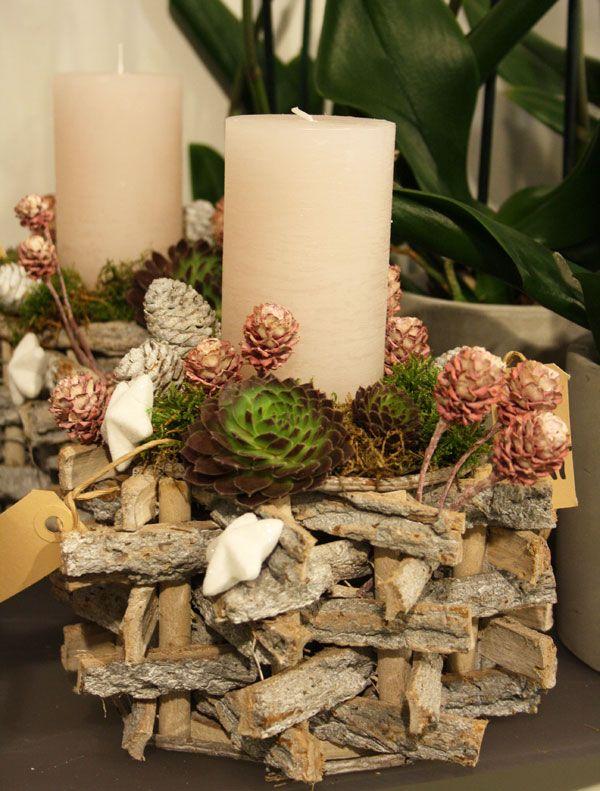 adventsgesteck aus naturmaterialien mit sukkulenten. Black Bedroom Furniture Sets. Home Design Ideas