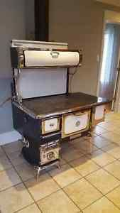 Cuisiniere A Bois Heartland Oval Avec Boiler Autre Ouest De L Ile Kijiji Antique Wood Stove Antique Kitchen Stoves Retro Kitchen