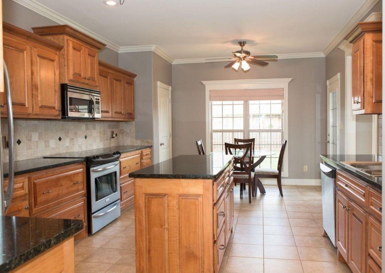 100 best oak kitchen cabinets ideas decoration for farmhouse style oak kitchen honey oak on farmhouse kitchen wall colors id=67821