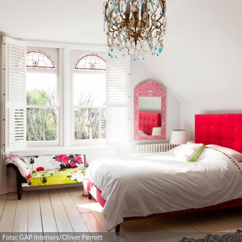 Rotes Betthaupt Feminine schlafzimmer, Kronleuchter und Sinne