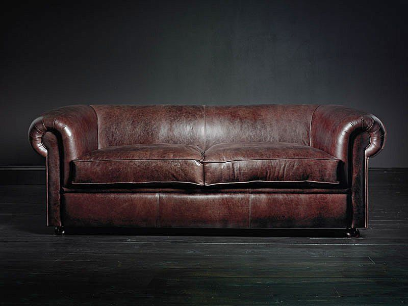 Incroyable Worn Leather Couch