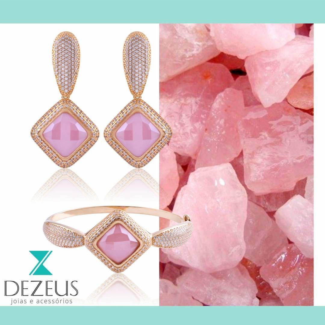 """""""O quartzo rosa é conhecida no misticismo pela pedra do amor-próprio, do amor incondicional e do amor pelo amor."""