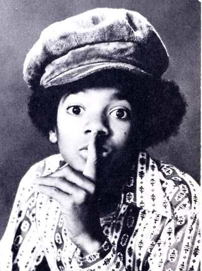 Michael Jackson - hand sign of silence    Occult Hand Signs