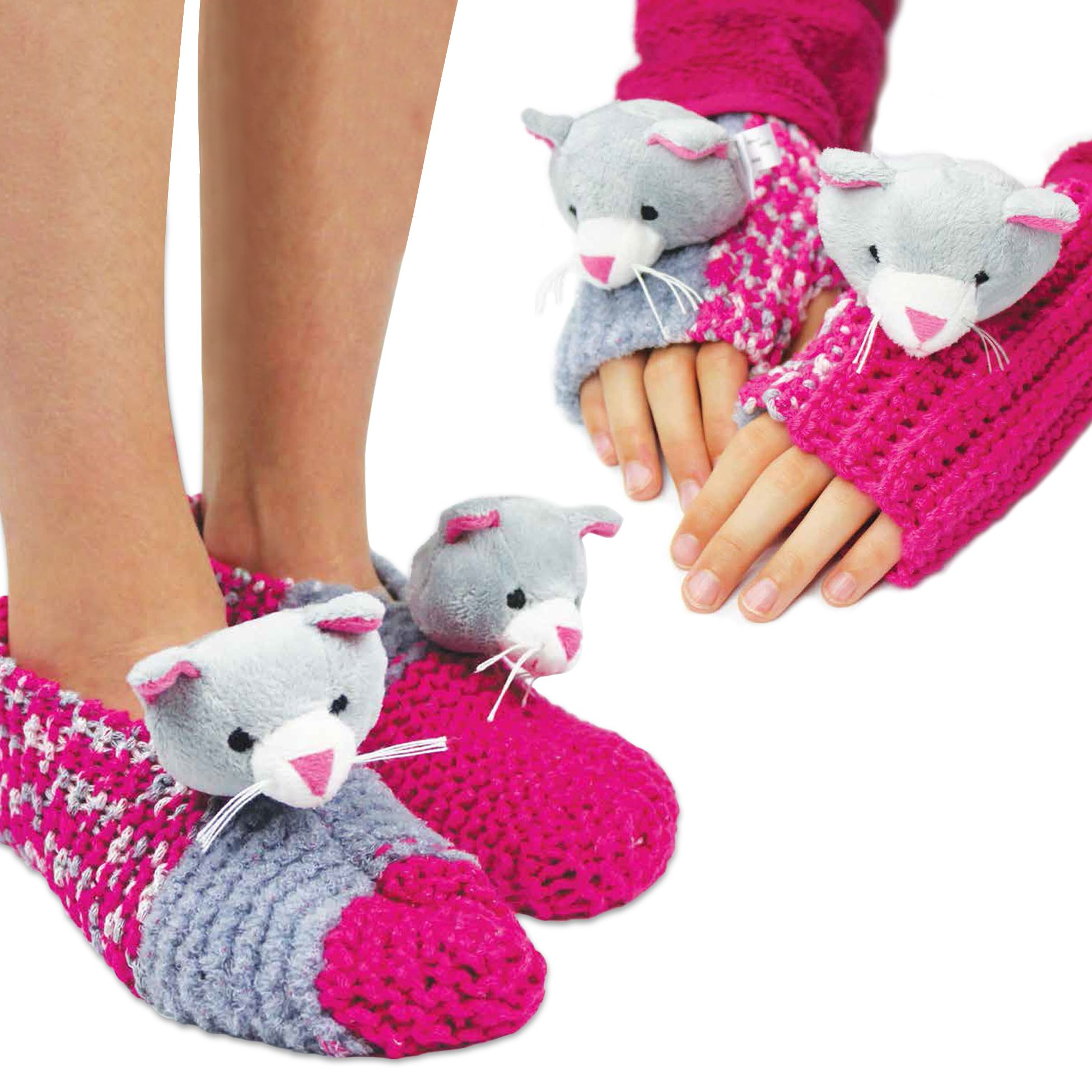 Top This! Gloves & Slippers Bilingue! Slippers
