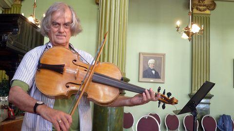 Musiikissa pitää aina lähteä säveltäjän nuoteista, eikä takertua siihen, miten joku muu ne on soittanut. – Sigiswald Kuijken