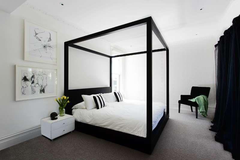 Zwart wit en modern hemelbed in de slaapkamer slaapkamer pinterest hemelbed slaapkamer for Lit baldaquin luxe