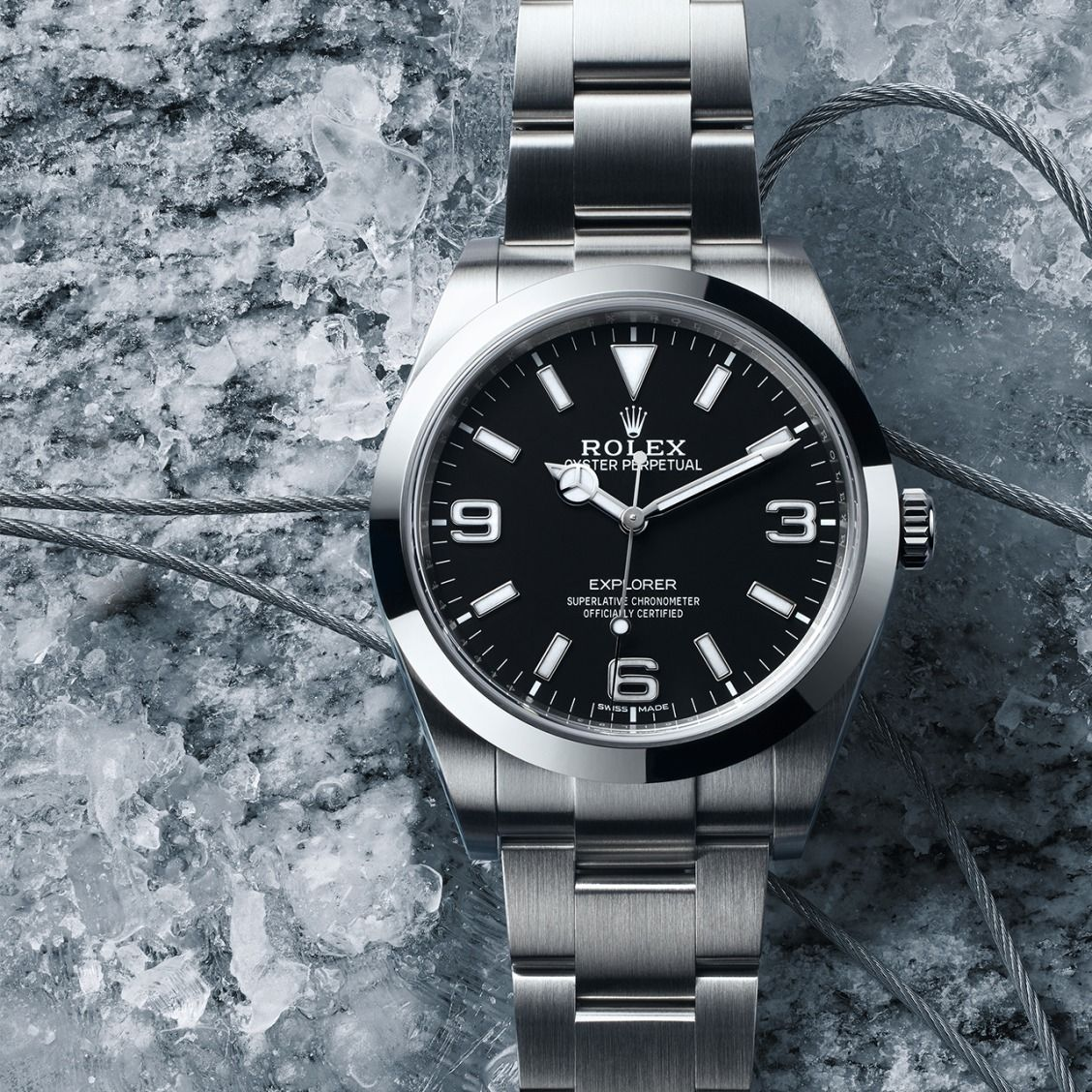 The Rolex Explorer draws on decades of experience on icy mountainsides. Mountaineers and adventurers had a direct impact on the development of Rolex Oyster watches in the quest for ever greater precision, robustness and reliability.