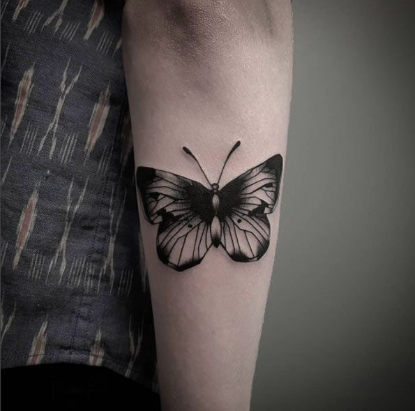 28 Beautiful Black And Grey Butterfly Tattoos Tattooblend Butterfly Tattoo Black Butterfly Tattoo Tattoos