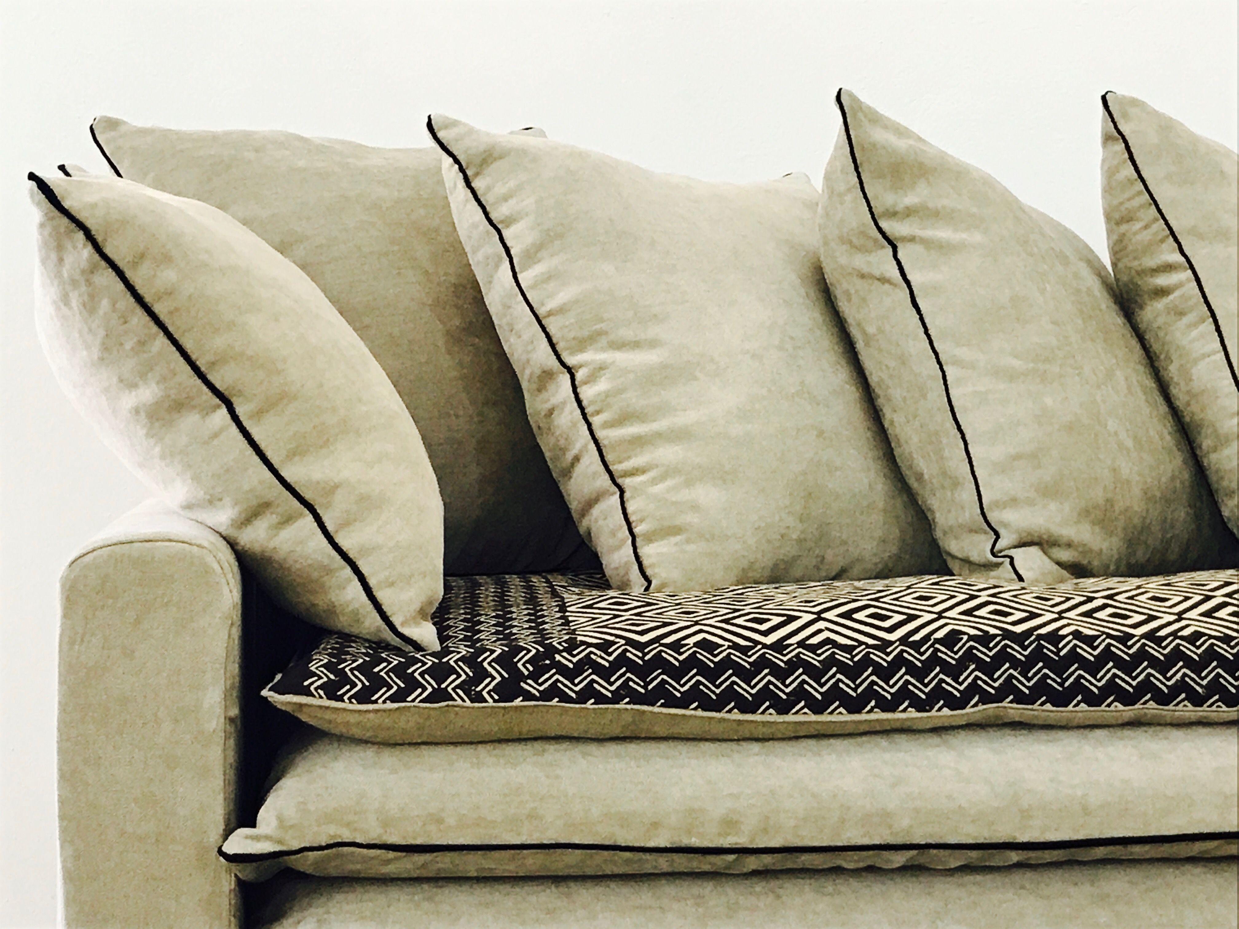 Canap en lin lav beige ciment et son sofa cover beige et - Creer son canape sur mesure ...