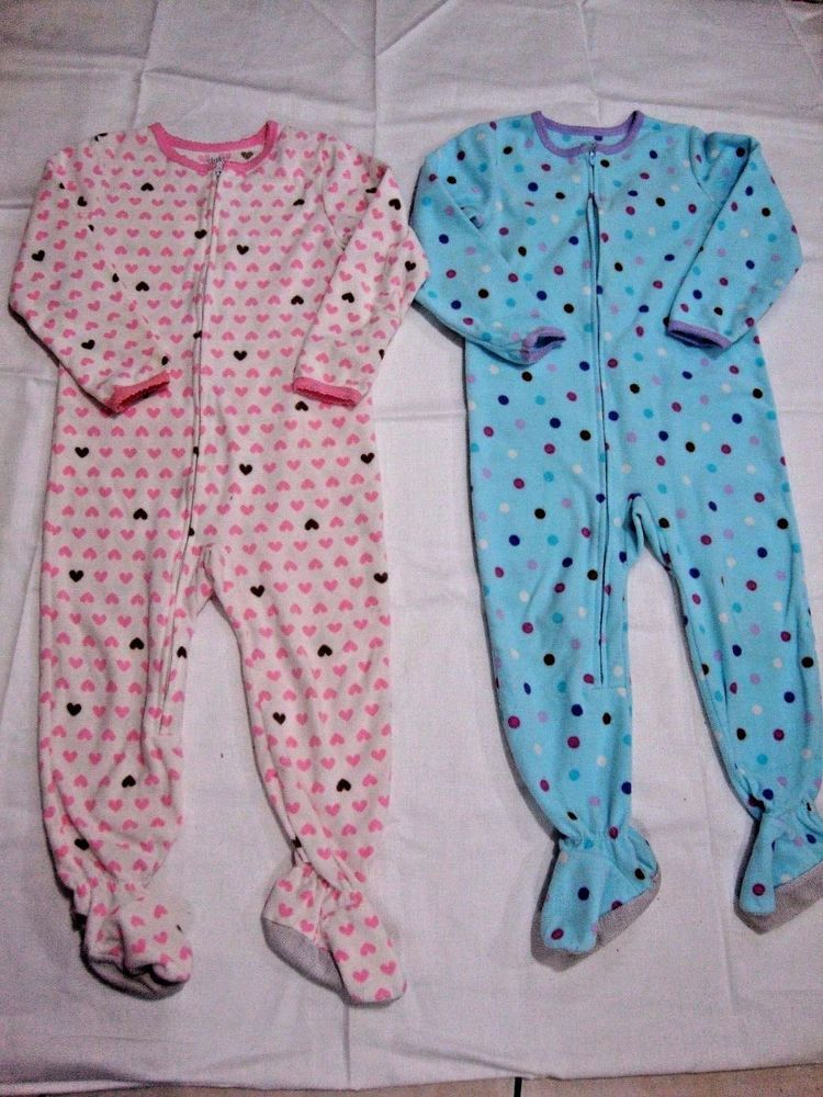 Euc 2 Pair Girls Size 4t Fleece Footed Pajamas Polyester Carters Child Of Mine Carterschildofmine Onepiece With Images Childrens Clothes Foot Pyjamas Size Girls