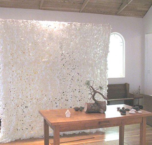 der raumteiler als teil der raumgestaltung dient der raumtrennung von groen offenen wohnbereichen - Raumtrennvorhnge