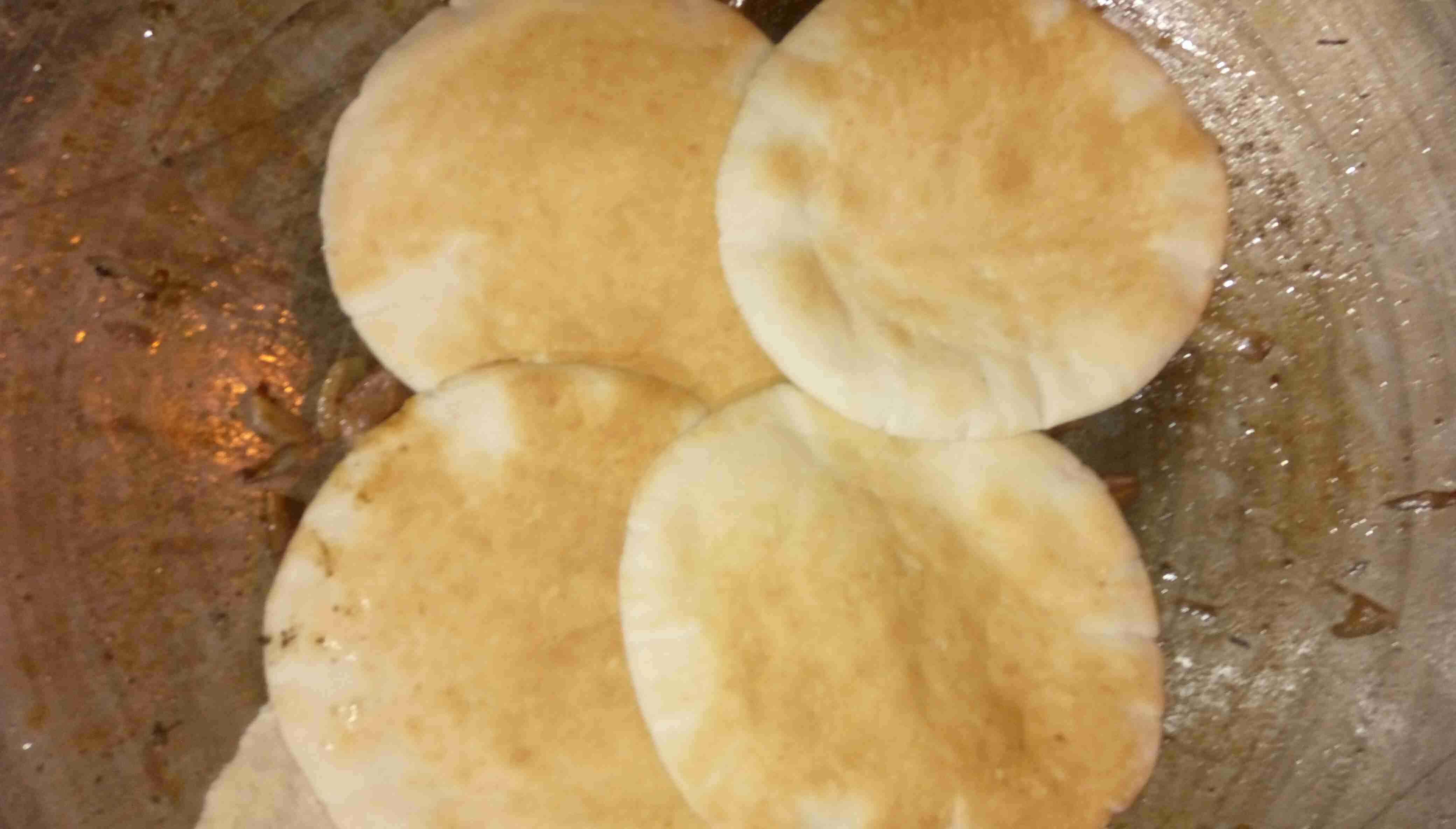 صاجية ولا اروع يممممي بتشهي تعلمتها من اخوي على الفحم زاكي Food Arabic Food Snack Recipes