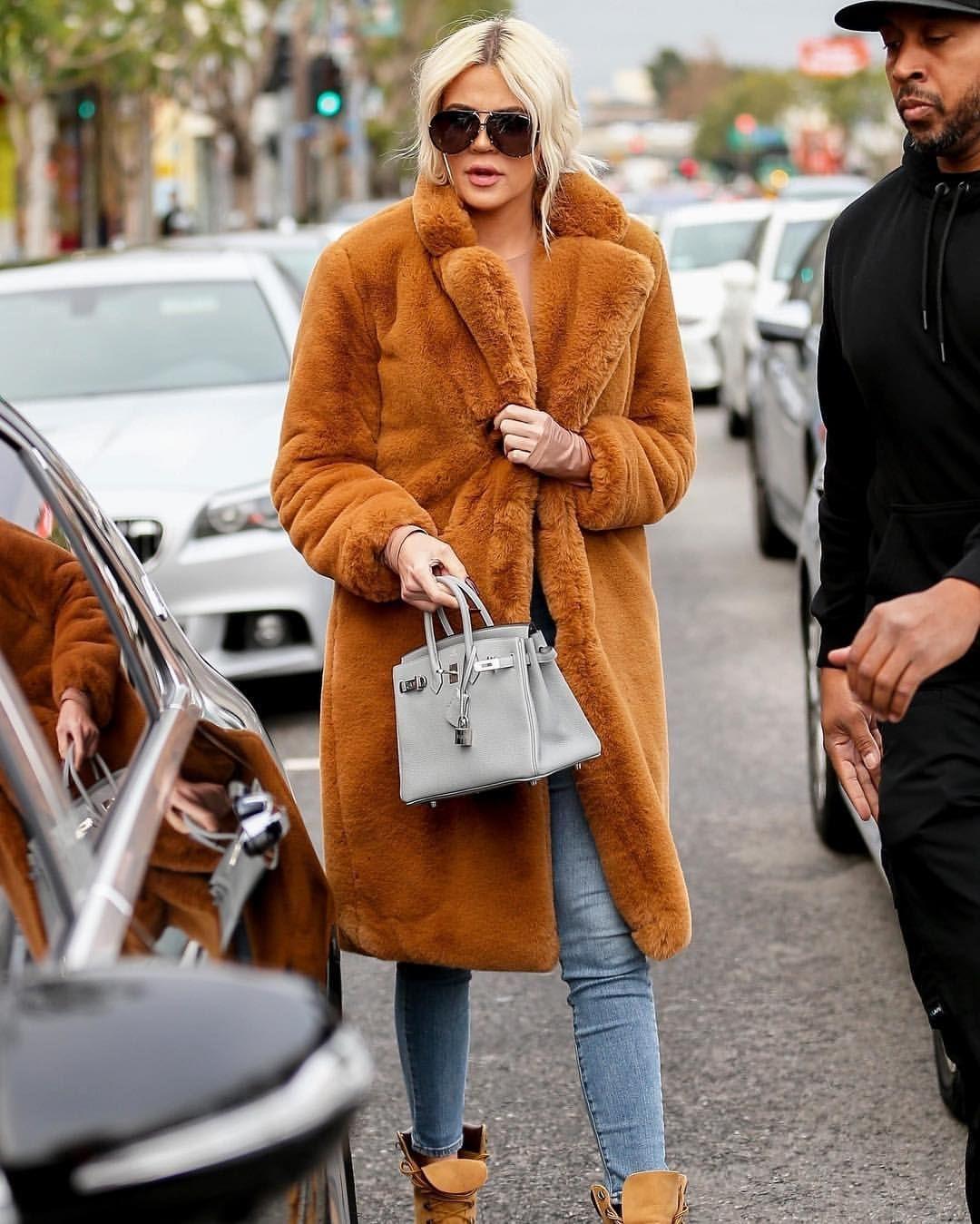 Khloé Kardashian à Sap and Honey à Sherman Oaks - 19/12 Khloé Kardashian at Sap and Honey in Sherman Oaks - 12/19 #khloekardashian #khloekardashian