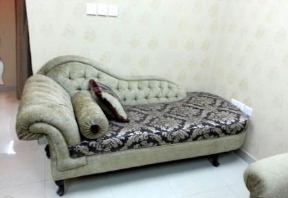 كنب امريكي مع السجاده بحالة ممتازة في الدمام Furniture Chaise Lounge Home Decor