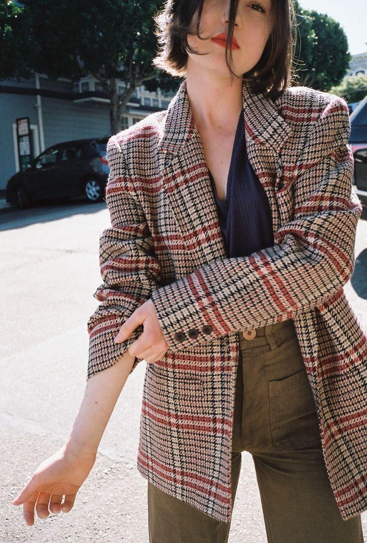 Plaid, checkered, and houndstooth blazers worn over a simple tee or button down shirt? Timeless, I say. Say hello to my favorite fall look . . .