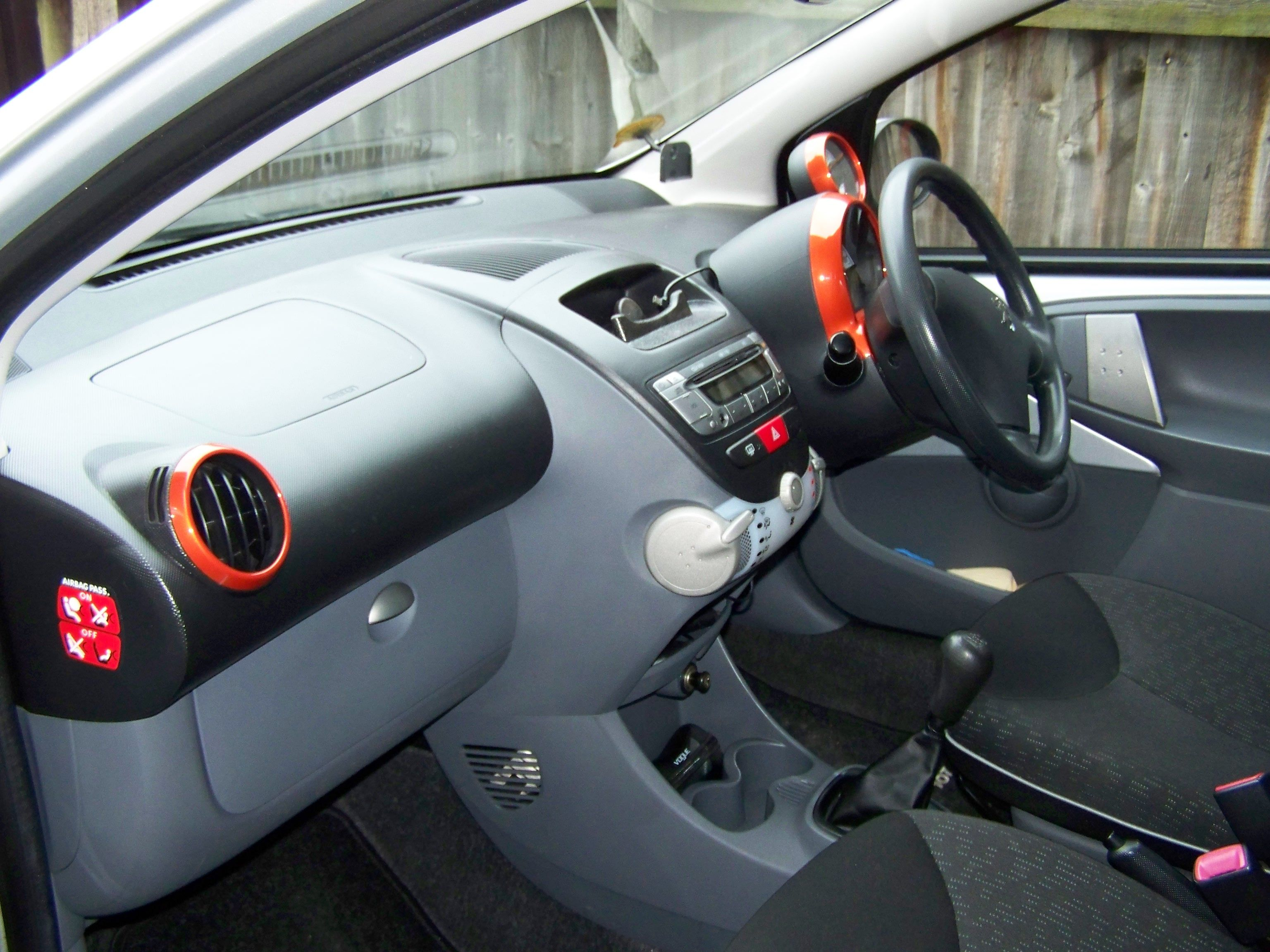 peugeot 107 new interior glove box cover and colour coded vents speedo cover rev counter. Black Bedroom Furniture Sets. Home Design Ideas