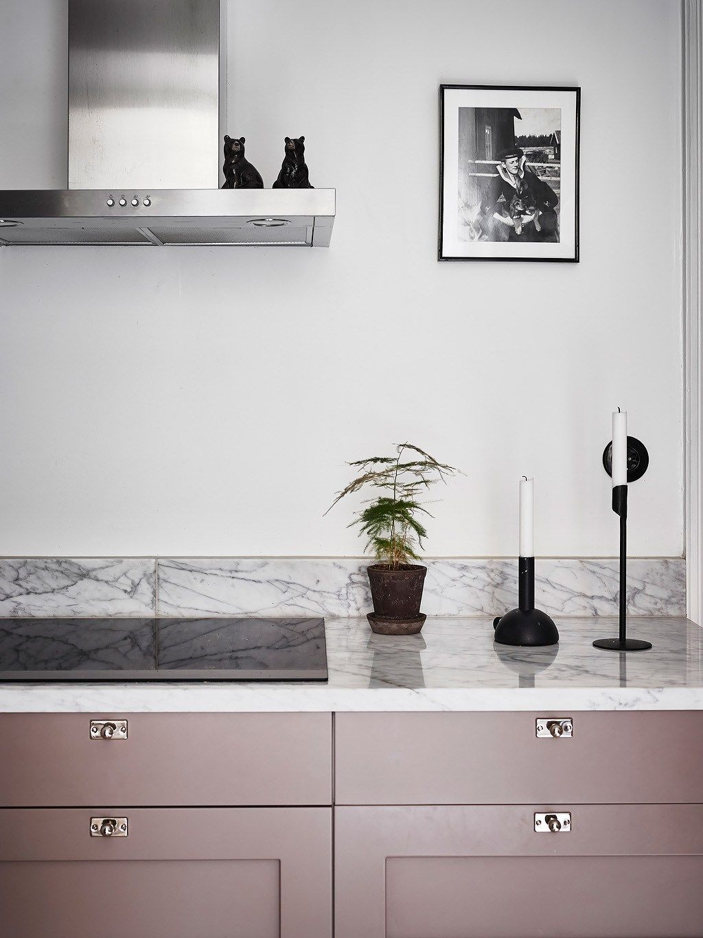 Interesting play of warm and cool tints | Pink kitchen cabinets ...