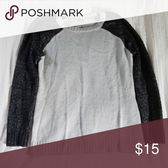 Forever 21 Contrast Sleeve Sweater The perfect comfy and cute sweater Forever 21 Sweaters Crew & Scoop Necks