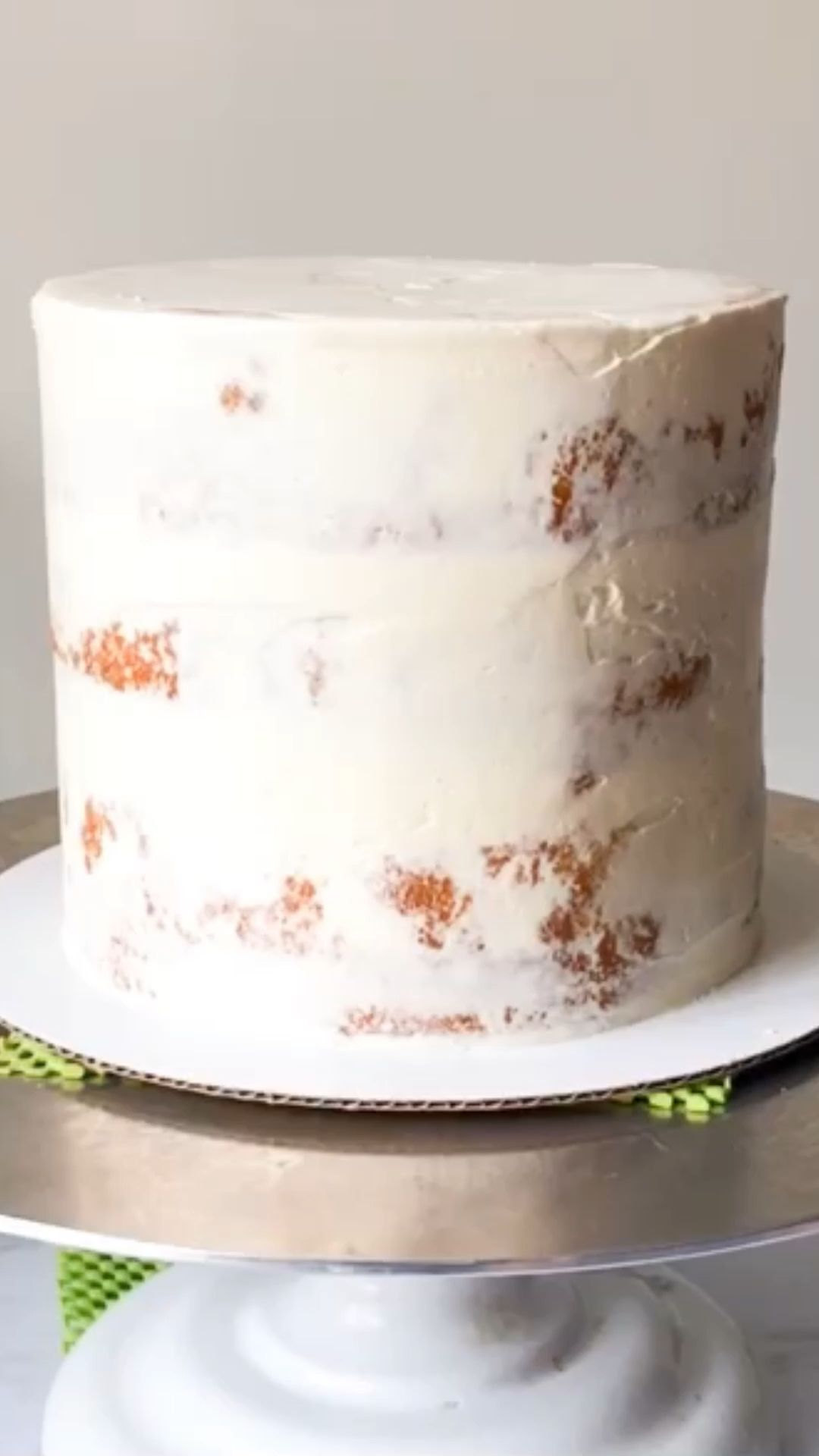 How to Fill, Stack & Crumb Coat a Layered Cake