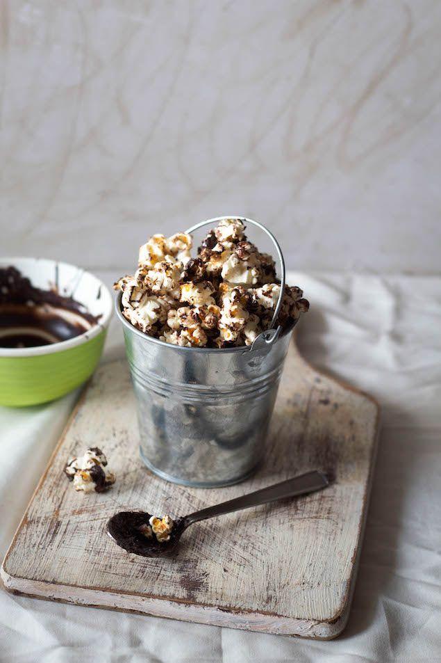 Chocolate And Brown Butter Coated Popcorn Honest Cooking Med Billeder