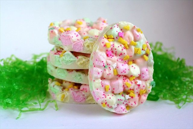 Butter, with a side of Bread // Easy family recipes and reviews.: EASTER MARSHMALLOW BARK
