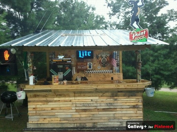 Homemade bar made from old pallets and beams beer for Wood outdoor bar ideas
