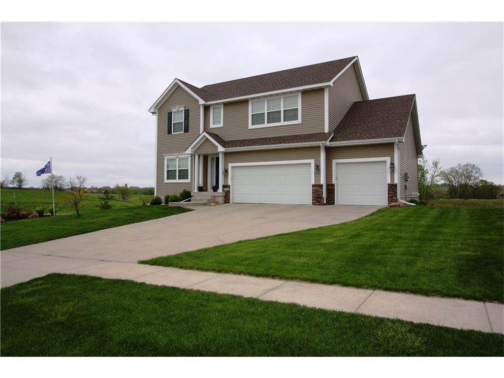4115 152nd St, Urbandale, IA 50323. 4 bed, 4 bath, $329,900. Fantastic 2 story ho...