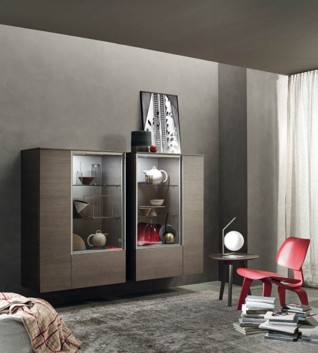 moderne glasvitrine f r die wandmontage inspiration wohnzimmer vitrine livingroom. Black Bedroom Furniture Sets. Home Design Ideas