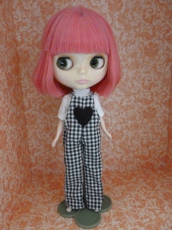 This items are completely handmade. The set includes: black and white cotton overall with felt heart decoration white cotton blouse doll is