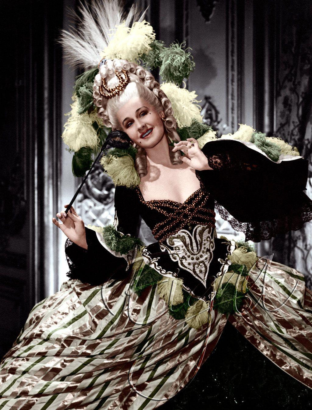 La meilleure Marie Antoinette? - mille et une questions sur marie antoinette    Marie antoinette, Film de marie antoinette, Robe fantaisie