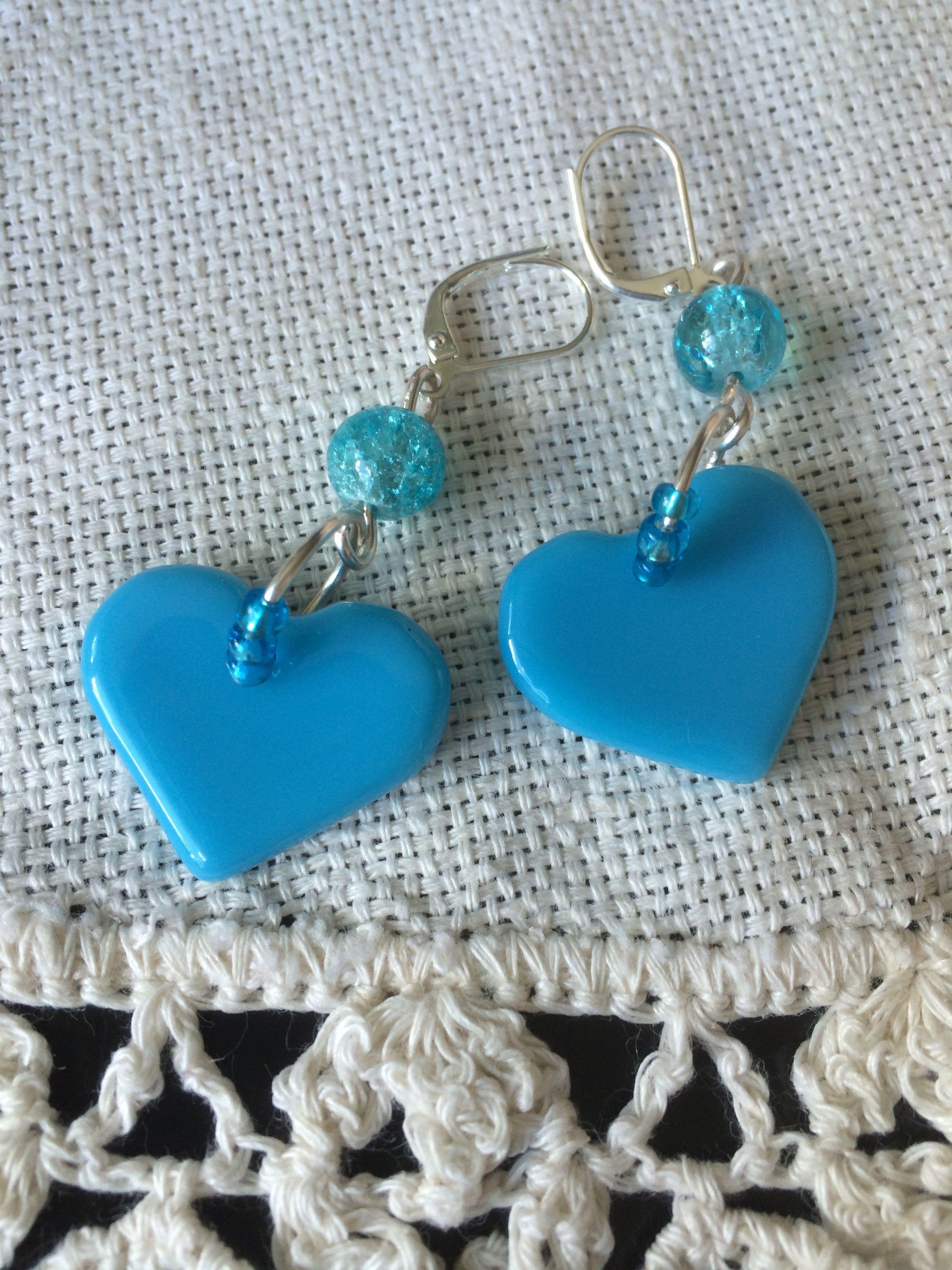 sinised käsitööklaasist südamed ja mõralised helmed