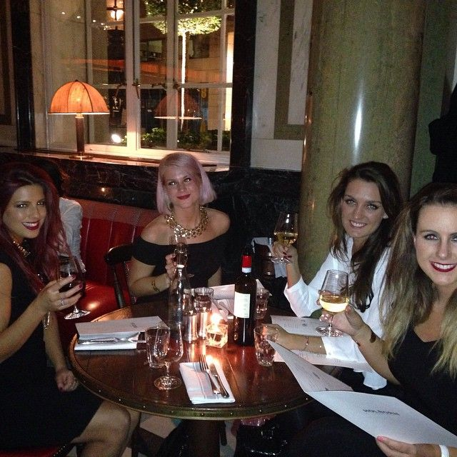 Another little #throwback of the #female #Trufflers the other night. #dinner #therosewood #rosewood #hotel #london
