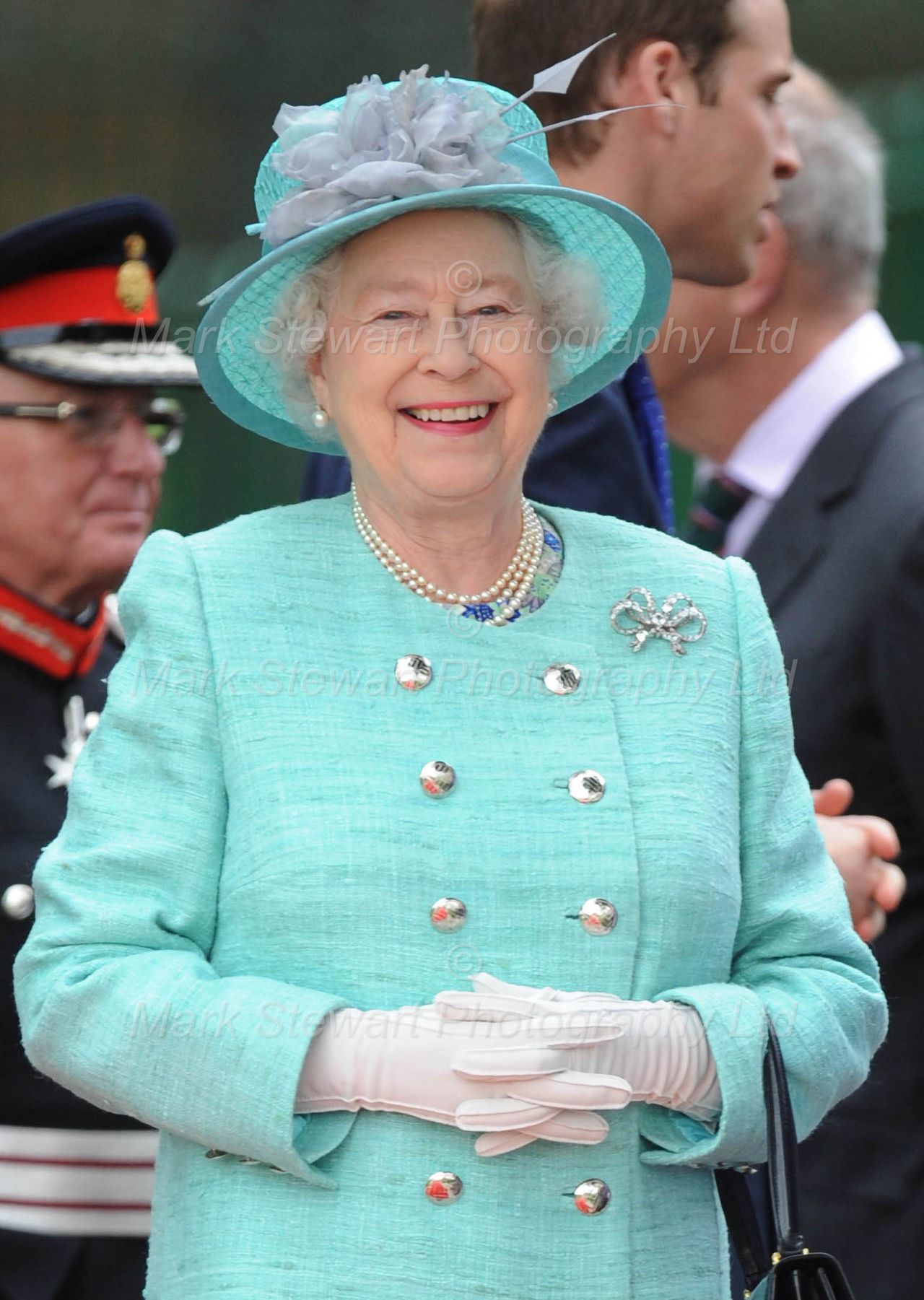 Queen elizabeth green dress  June  Nottingham She wore a Stewart Parvin coat and shift