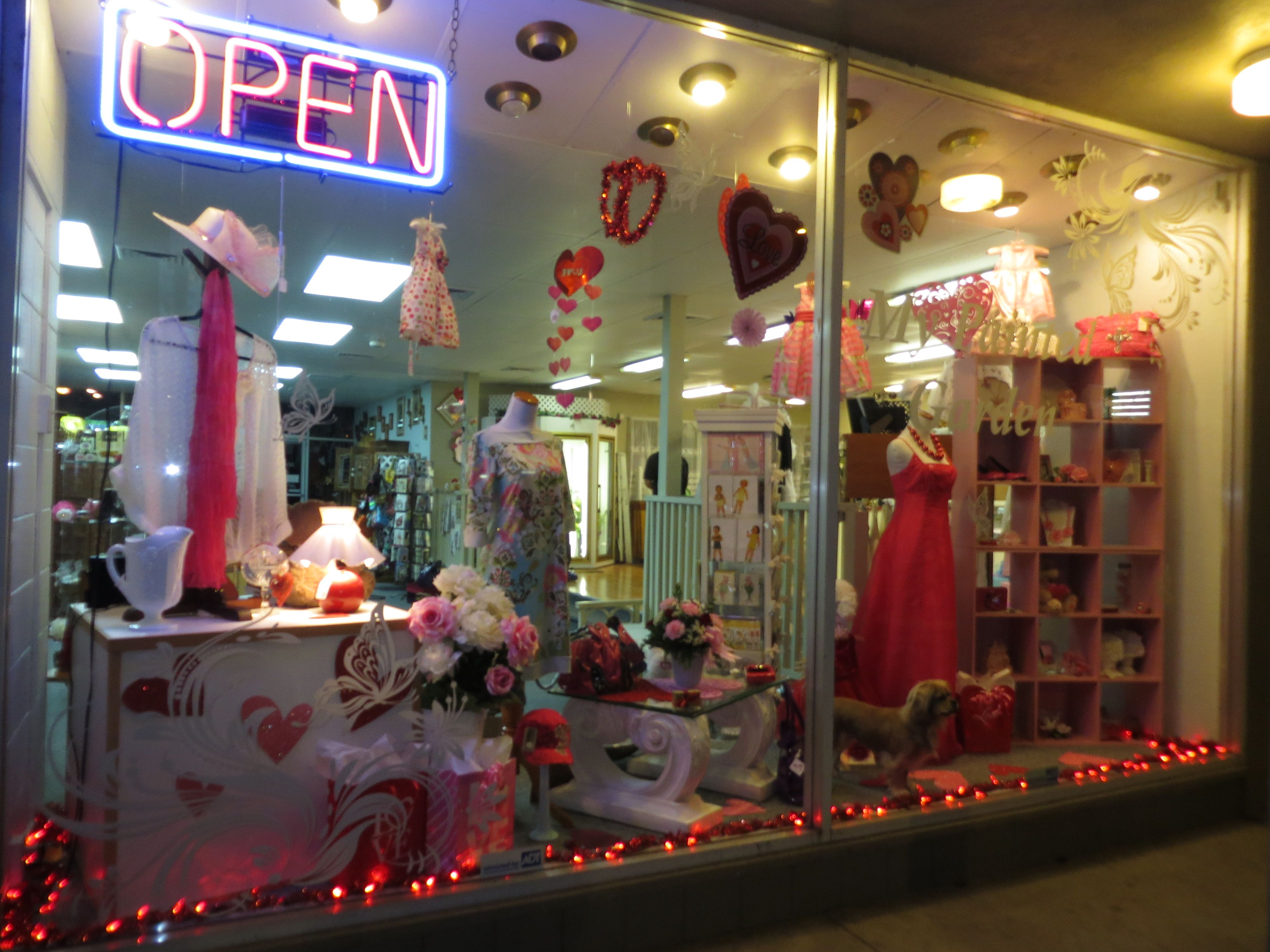 Valentine S Day Window Display At My Painted Garden Florist Junction City Oregon
