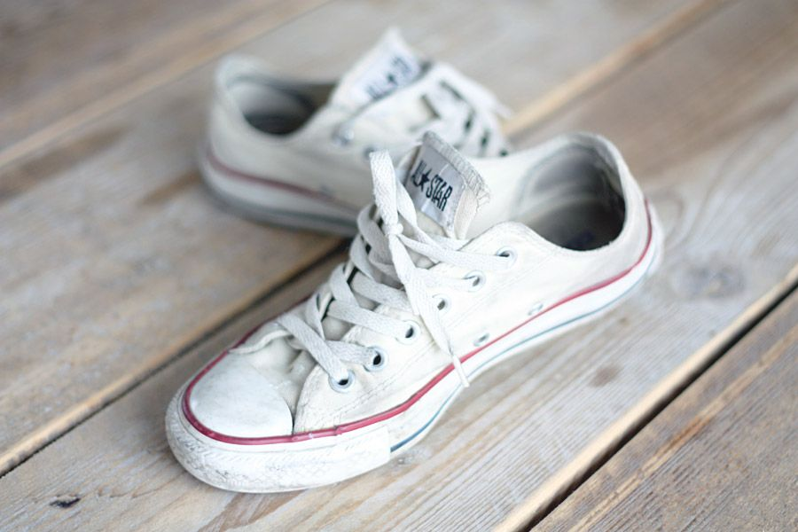 1274e8fbd504b3 Loose converses with rolled up skinny jeans are perfect for a summer night  hanging out with friends