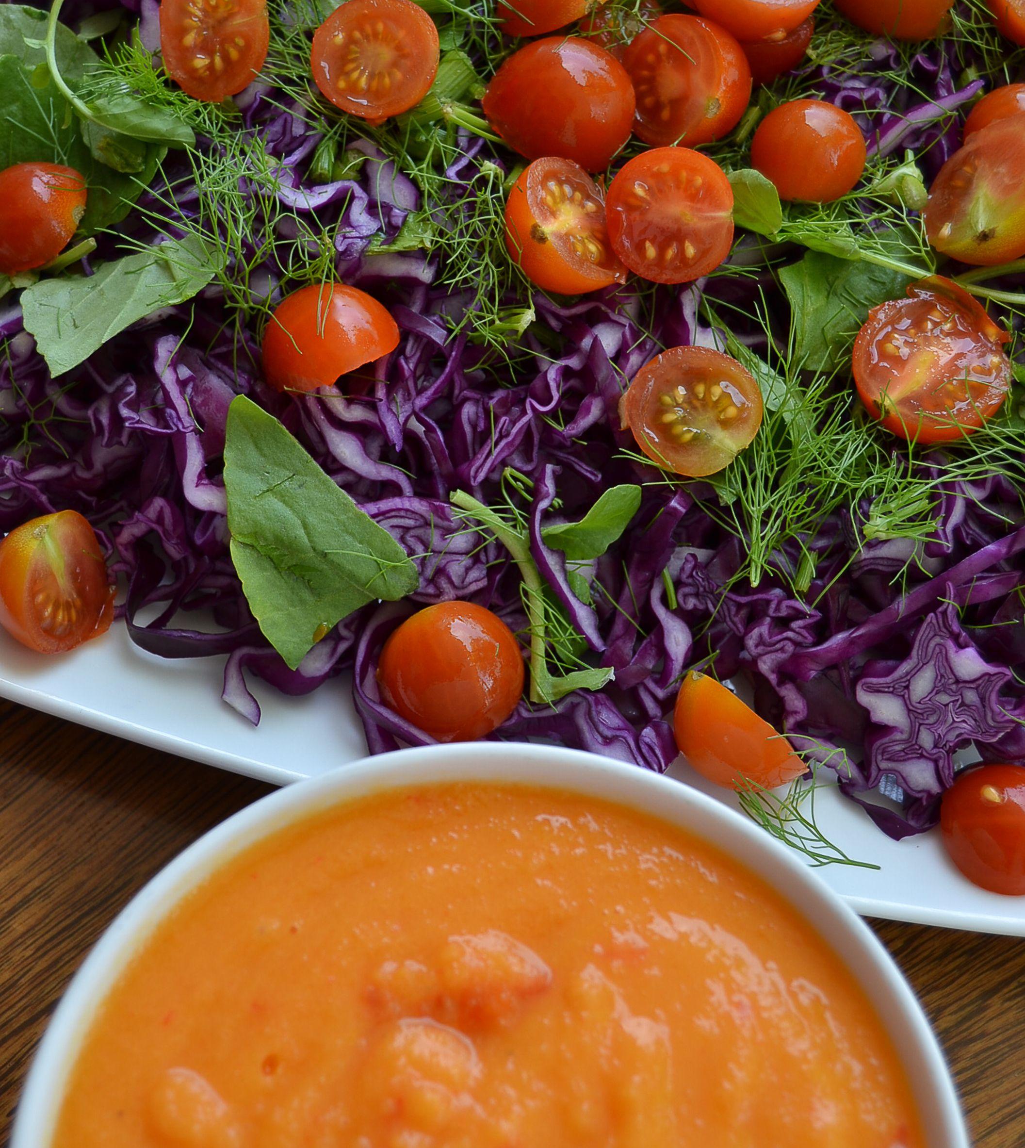Salada de couve roxa e funcho com molho de manga