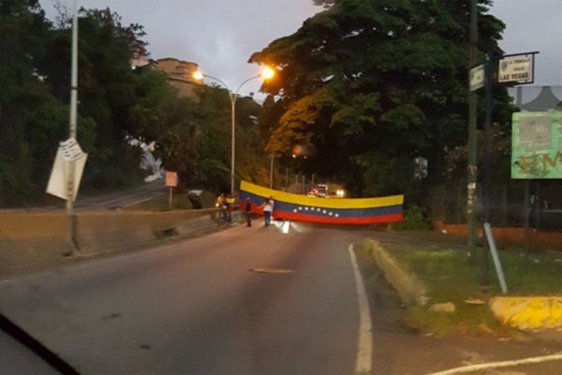 ¡VENEZUELA MADRUGA! Arrancó desde temprano el plantón nacional: Cierran el paso por el túnel de La Trinidad - http://wp.me/p7GFvM-HhW