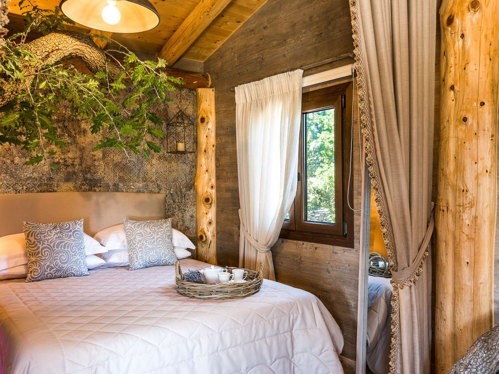 Atsipopoulo house rental A king size bed under the