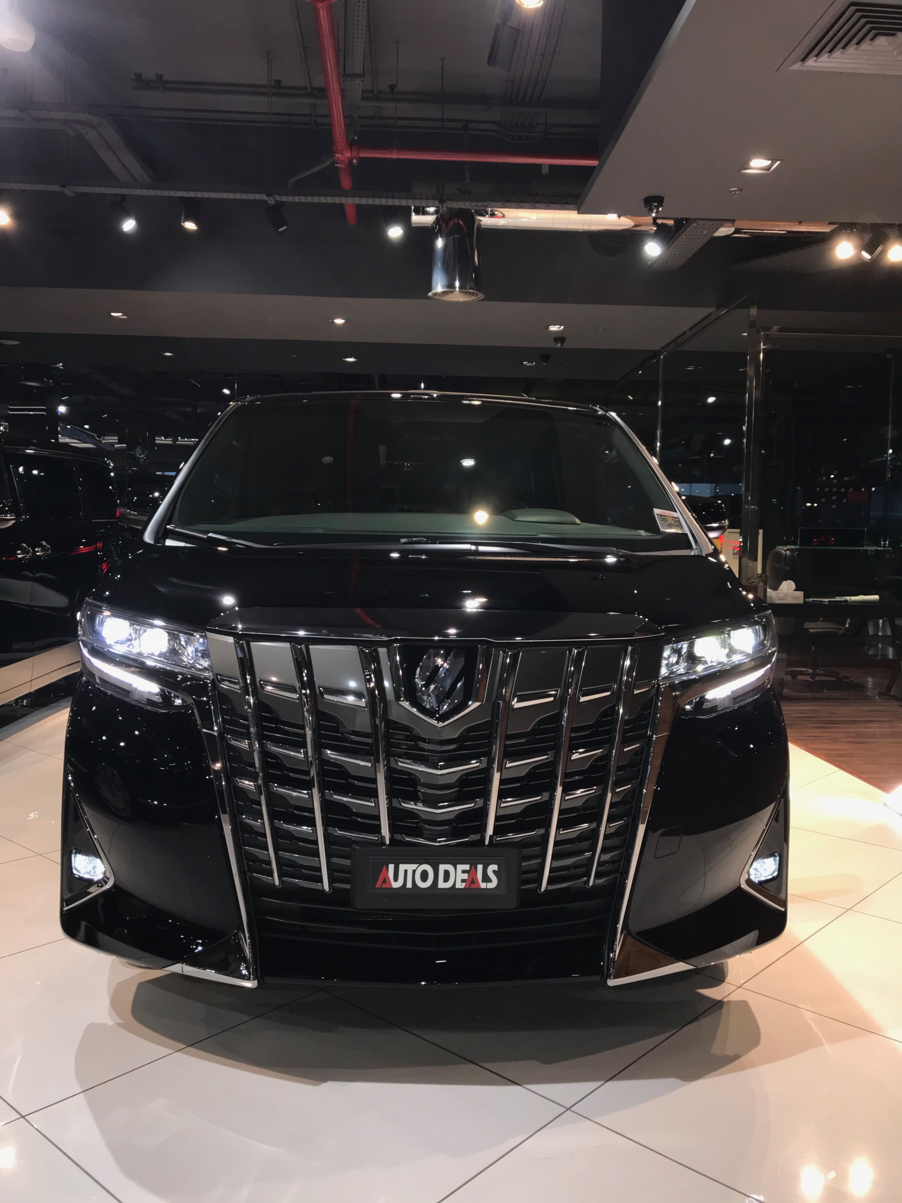 Toyota Alphard Executive Lounge V6 1 23 Crore Real Life Review Mobil Mewah Mobil Mobil Impian
