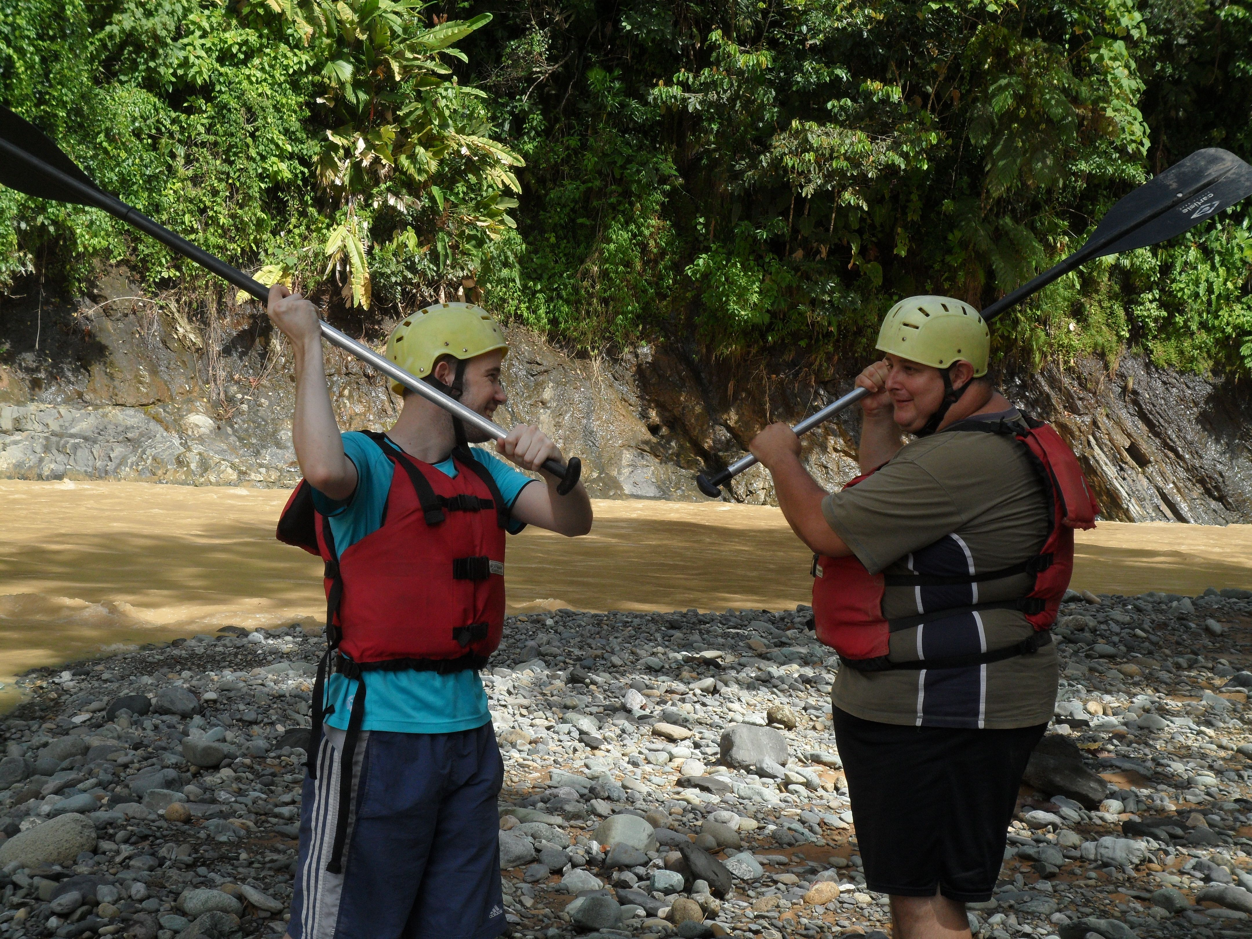 Paddle fight between Vincent and Randall before an exciting rafting adventure on the Rio Savegre.