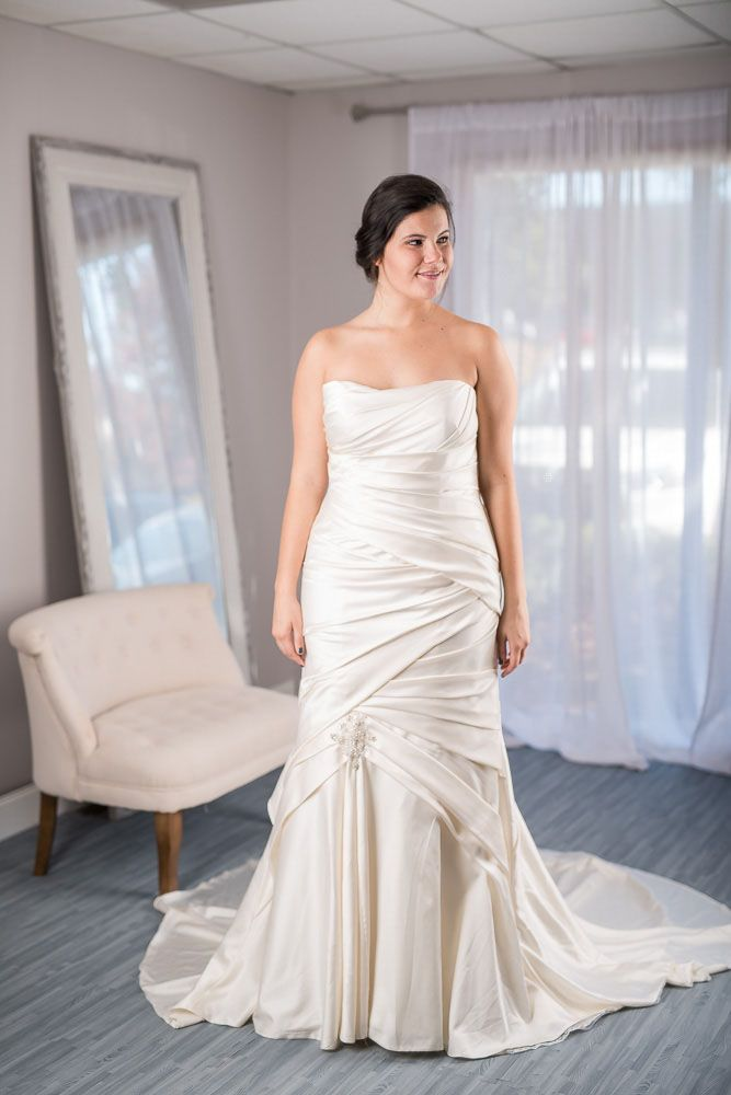 casablanca 2037 designer wedding dress 60 off retail rent for just 400